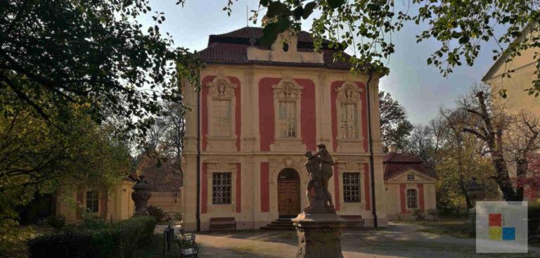 Ansicht des Museums Anton Dvorak in Prag vom Hof aus.