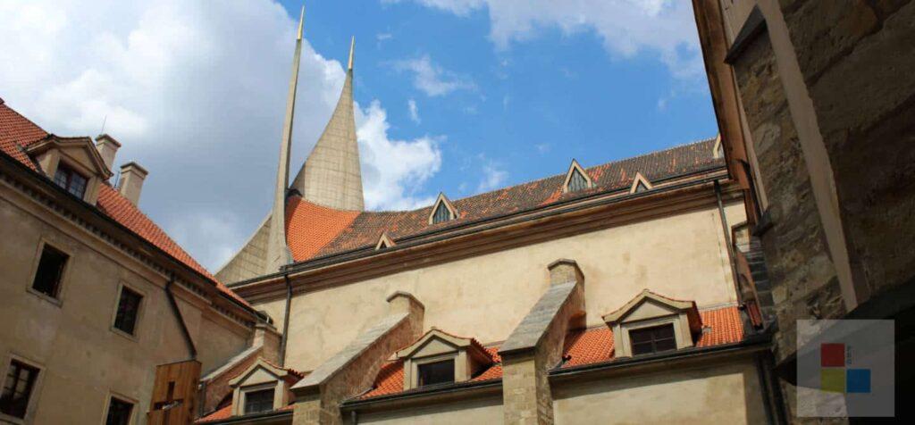 Beitragsbild für das Kloster Emmaus in Prag mit seinen modernen Türmen