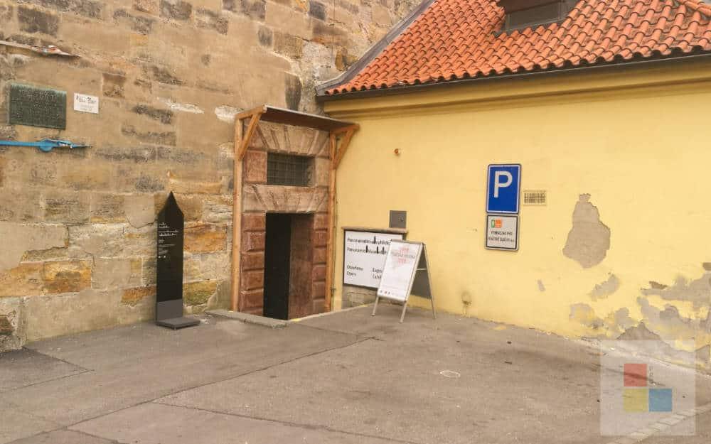 Eingang zum Wasserturm der neuen Mühle in Prag.
