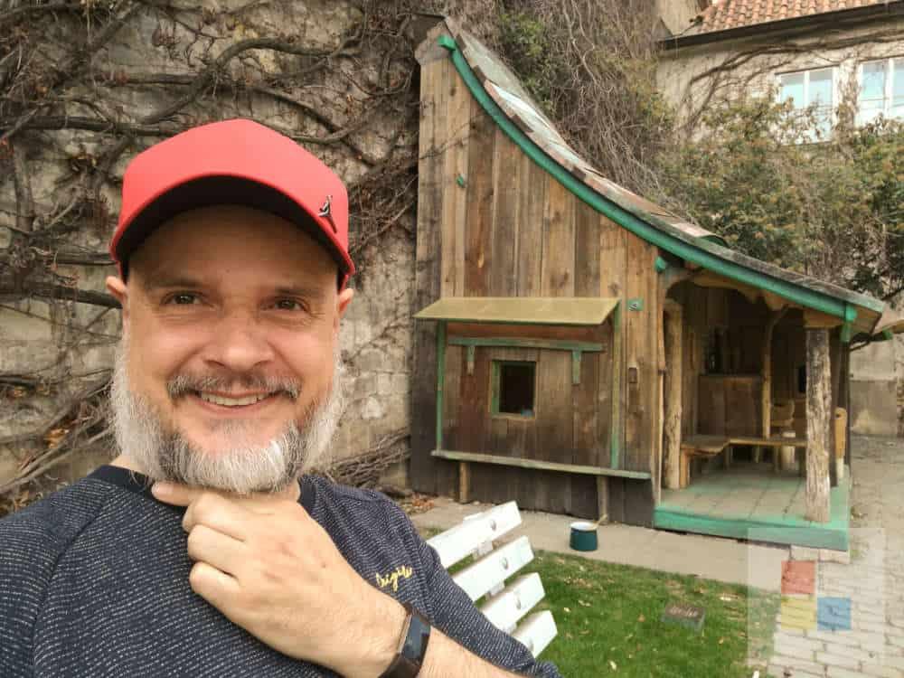 Ein Hobbithaus im Garten des Agnesklosters