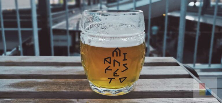Ein Bier auf dem Manifesto Market