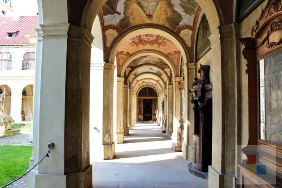 Kreuzgang im Wallfahrtsort Loreto