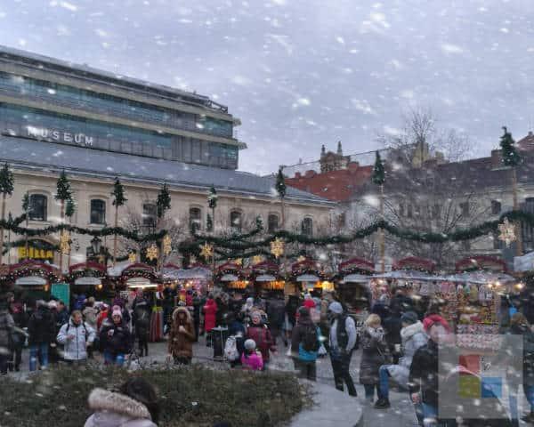 Weihnachten in Prag auf dem Náměstí Republiky