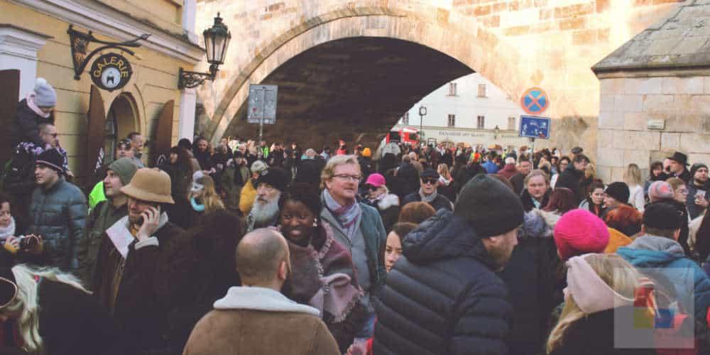 Masopust unter der Karlsbrücke