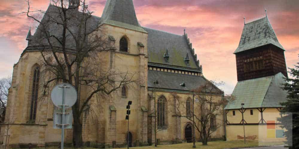 Rakovnik   Kirche mit Glockenturm
